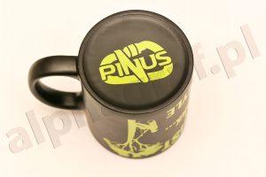 grawerowane logo pinus na kubku
