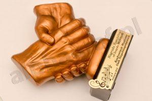 statuetka podziękowanie uścisk dłoni